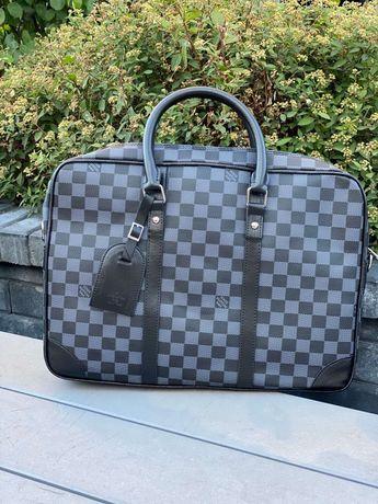 Сумка для ноутбука Luis Vuitton.