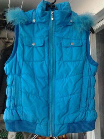 Молодёжная жилетка на весну, с капюшоном,42-44 размер, 400 рублей!