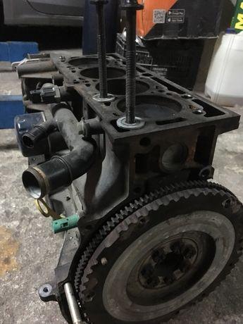 Vendo Motor renaut Megan 1.400 de 16 válvulas a gasolina fase 2