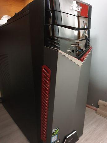 Komputer stacjonarny z monitorem