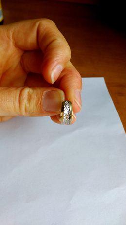 Złoty kolczyk diamentowany 585