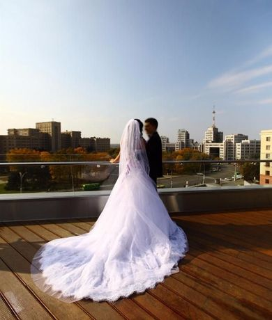 Свадебное нереально-красивое платье Blue by Enzoani модель Darwin.