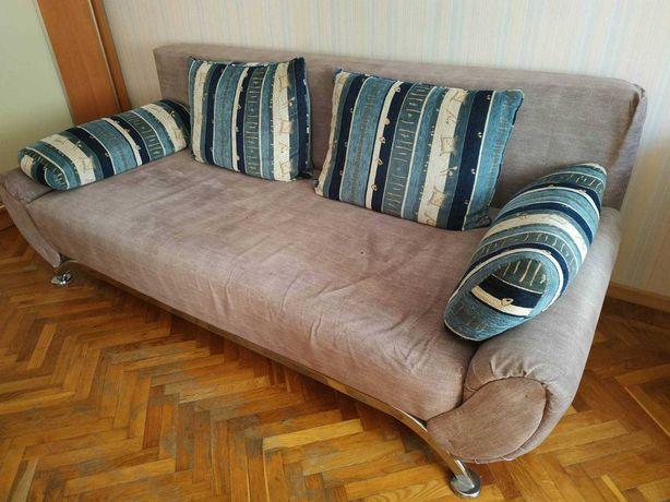диван б/у с большим спальным местом