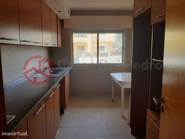Apartamento T2 renovado e com arrecadação em Casais de Me...