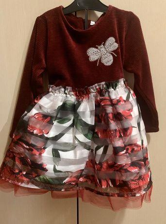 Нарядное красивое платье на девочку