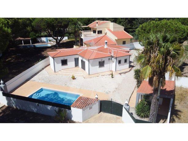 Moradia V4 isolada com piscina e jardim em Vale Lobo para...