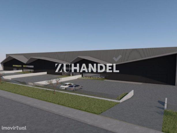 Espetacular pavilhão de 1.700 m2 na Zona Industrial de Ta...