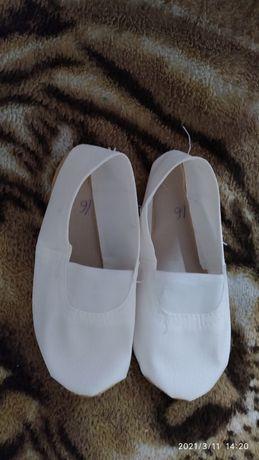 Белые  красивые чешки .