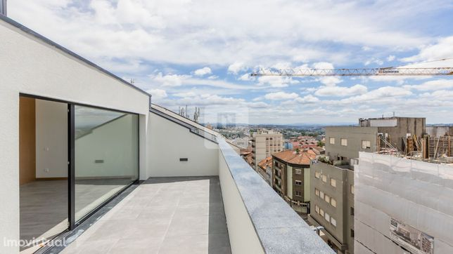 Apartamento T1 Pronto a Habitar - c/ Garagem e Varanda