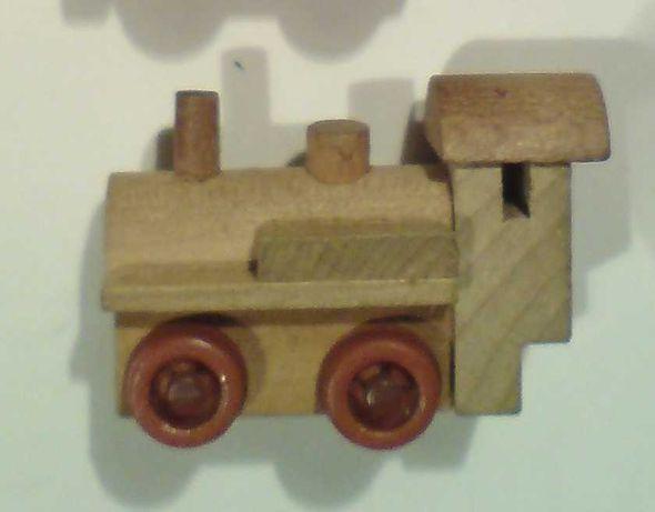 Паровозики деревянные из 90-х годов