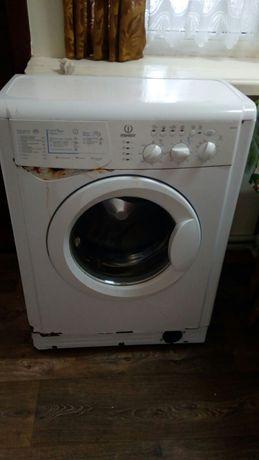 Продам рабочую стиральную машинку Indesit WIUL 103