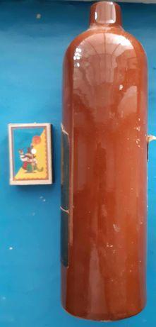 Стара глиняна пляшка з-під Рижського бальзаму