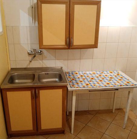 Meble kuchenne, zlewozmywak, stół Kuchnia