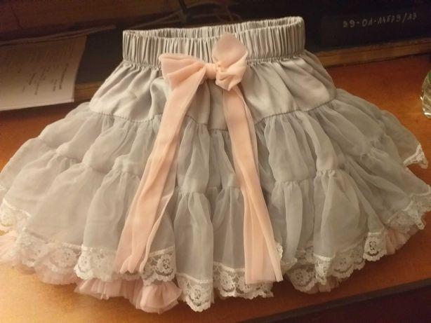 Piękna spódniczka dla dziewczynki