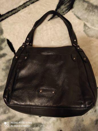 Женская кожаная вместительная сумка в отличном состоянии