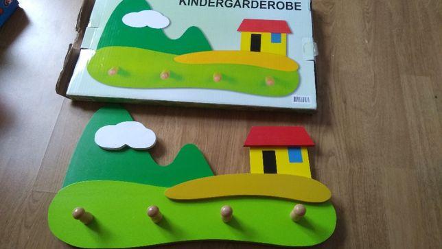 Wieszak dziecięcy - drewniany domek