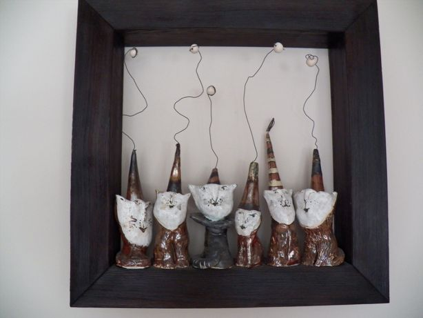 Niespatykany obraz z kotami. Ceramika + drewno