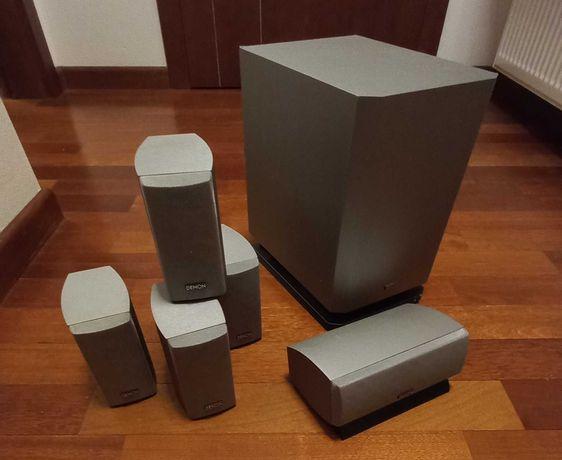 Głośniki Denon. 4x satelita, 1x centralny, 1x subwoofer.