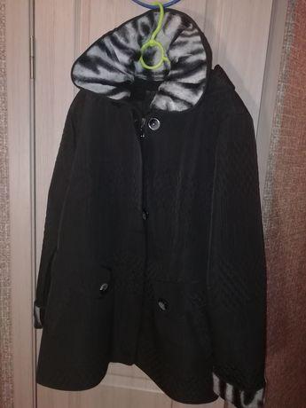 Пальто. Осеннее. Весеннее. Тёплая зима. Женское. Чёрное. Принт.