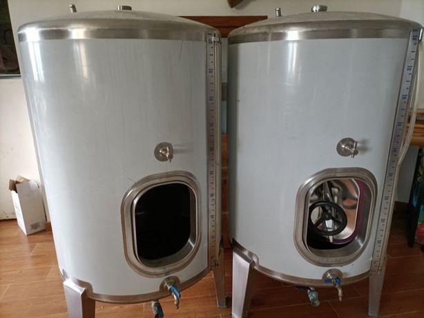 2 Cubas de Inox 500 litros cada, praticamente novas