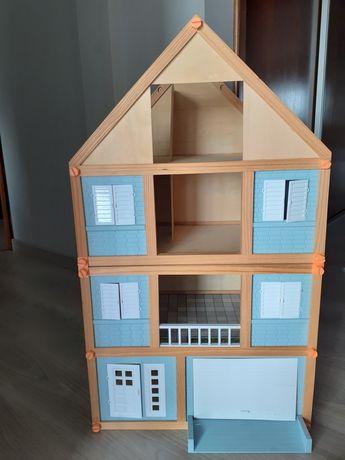 Casa de bonecas e acessórios