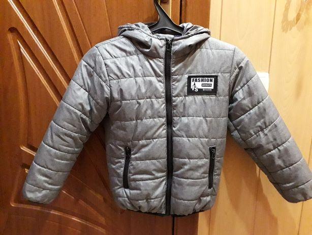 Продам деми куртку на мальчика