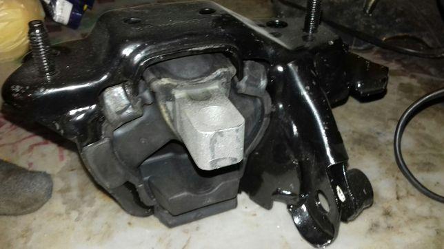 Опора двигателя Подушка двигателя Шкода