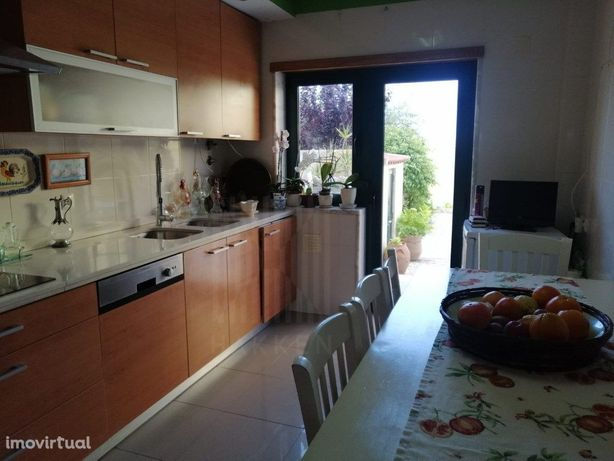 T2 para arrendar em condomínio com terraço privado