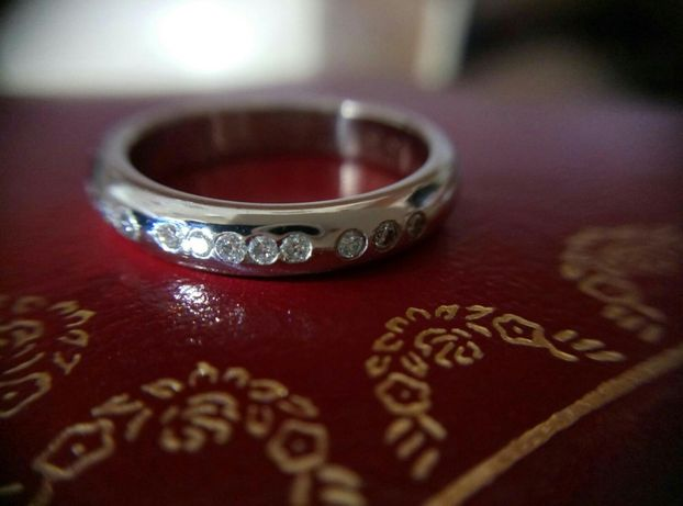 Платиновое кольцо Cartier с бриллиантами
