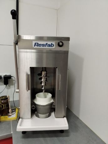 Mikser - maszyna do lodów jogurtowych Frozen Yogurt. blender