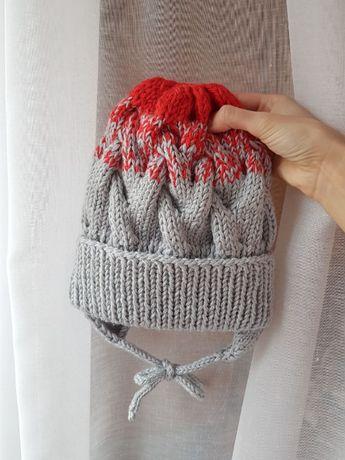 Детская вязаная шапка косами ручной работы на флисе 50-52 см распродаж