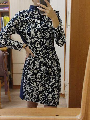 Красива жіноча сукня