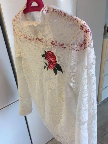 Bluzka bluzeczka Stradivarius róża naszywka koronka koronkowa biala