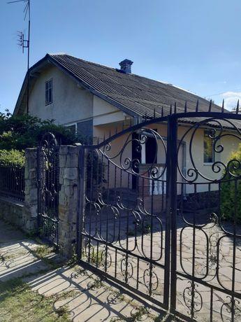 Будинок с.Комарів 10 км від Стрия з 2-поверх.госп.будівлею,діл. 18 сот