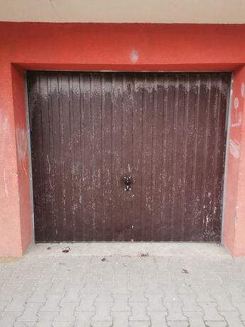 Sprzedam garaż w bloku