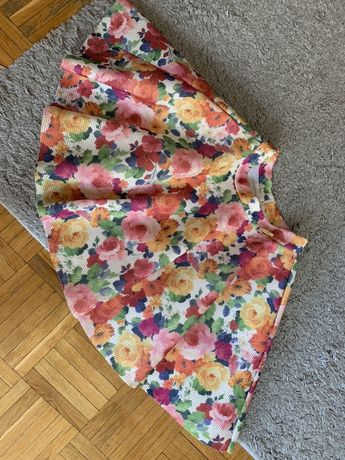 Rozkloszowana spódnica idealna na lato