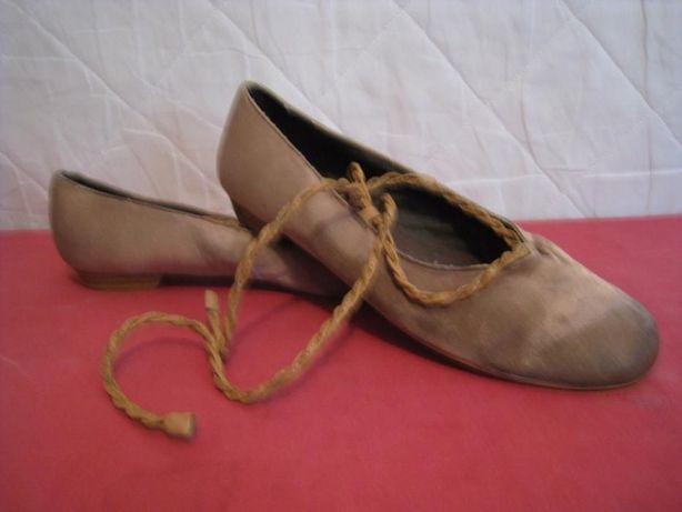 Туфли балетки атласные на шнурках