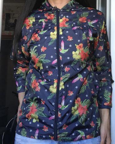 Качественная куртка с красивым цветочным принтом с колибри Nutmeg