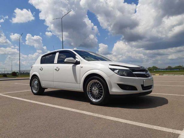 Продам Opel astra h, 1.6, 2012, бензин