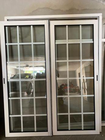 Janelas Alumínio correr c/caixilho térmico vidro duplo quadriculado