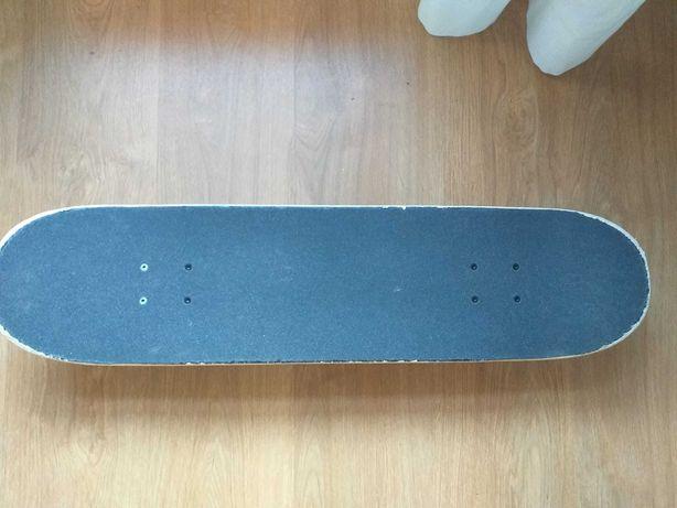 Skate semi novo Element