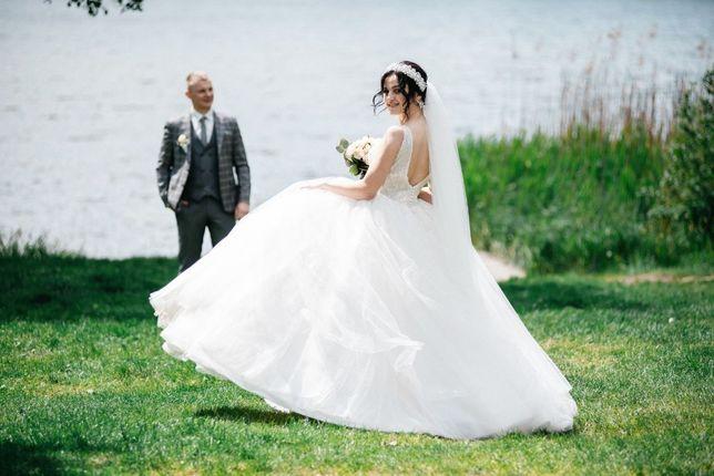 Весільна пишна сукня