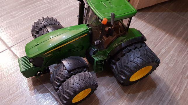 Traktor duźy burago