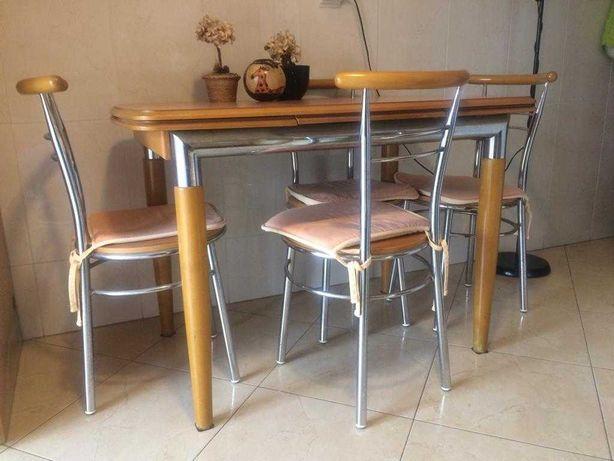 Mesa de refeição e 4 cadeiras