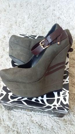Продам замшевые туфли на платформе