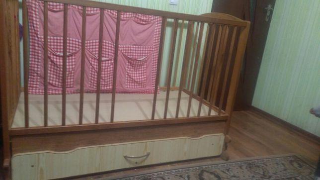 Ліжечко дитяче дерев'яне.