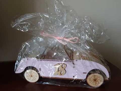 Prezent na 18 urodziny Samochód z karafką