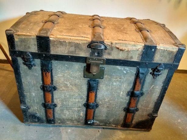 Zabytkowy kufer krakowski