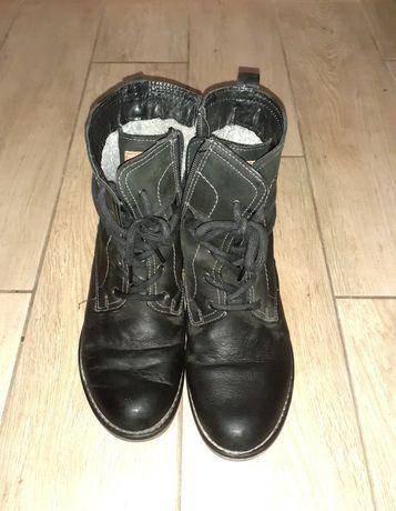 Buty skórzane Lasocki.