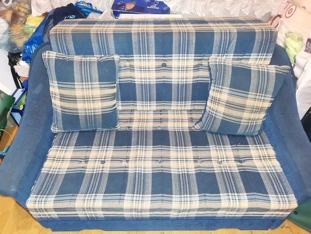 Kanapa 2-osobowa + 2 poduszki
